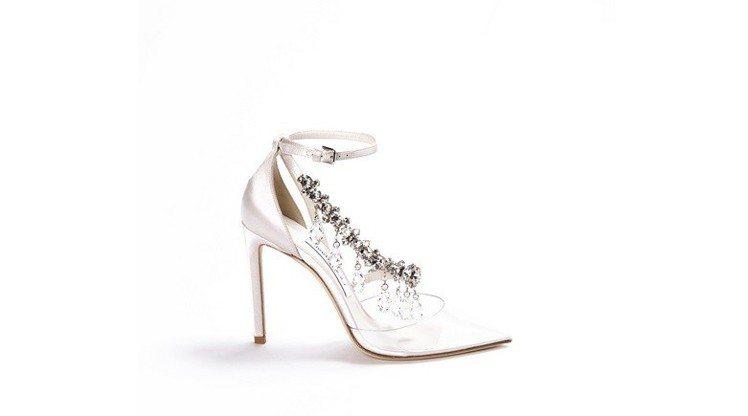 Off-White與Jimmy Choo聯名系列包頭高跟鞋,約74,100元。圖...