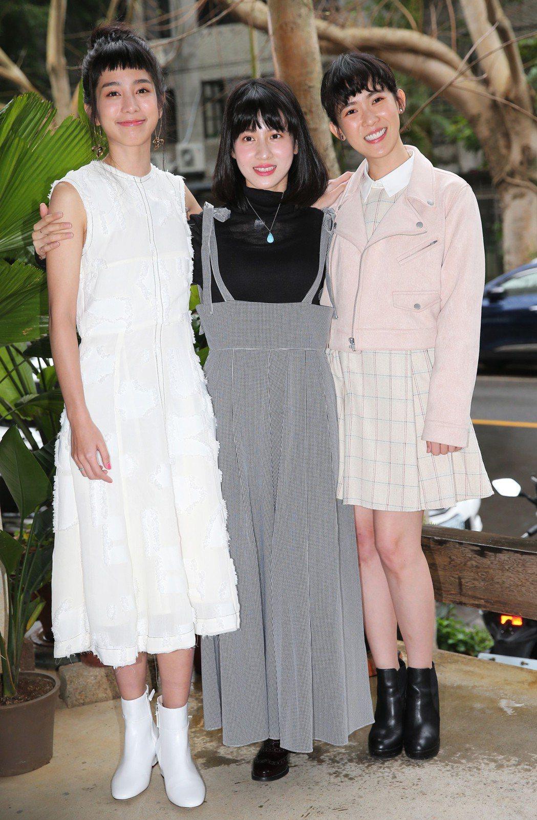温貞菱(左)、連俞涵(中)及孫可芳(右)下午出席公視新戲「奇蹟的女兒」媒體茶敘。...