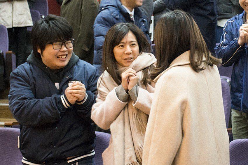 中華大學22日舉辦新春團拜,全校教職同仁互動恭喜,期勉今年迎向挑戰創造佳績。 中...