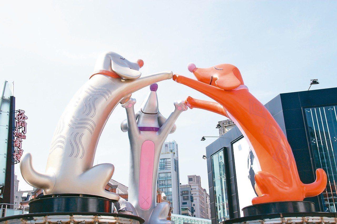 今年台北燈節主燈「幸福魔力狗」設於西門紅樓前,周邊將配合實施交通管制。 圖/台北...