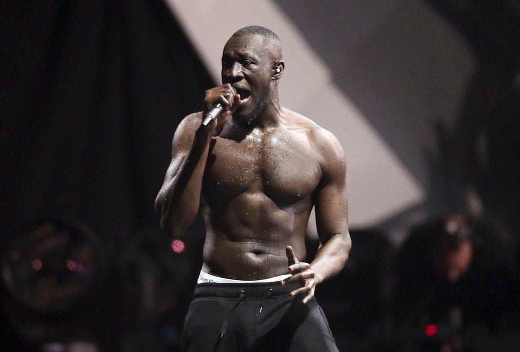 英國倫敦地下樂歌手Stormzy在全英音樂獎拿下年度最佳男藝人與最佳專輯。 圖/