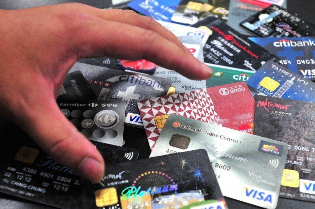 網友最愛的信用卡排名揭曉!回饋讓人看了好想馬上辦