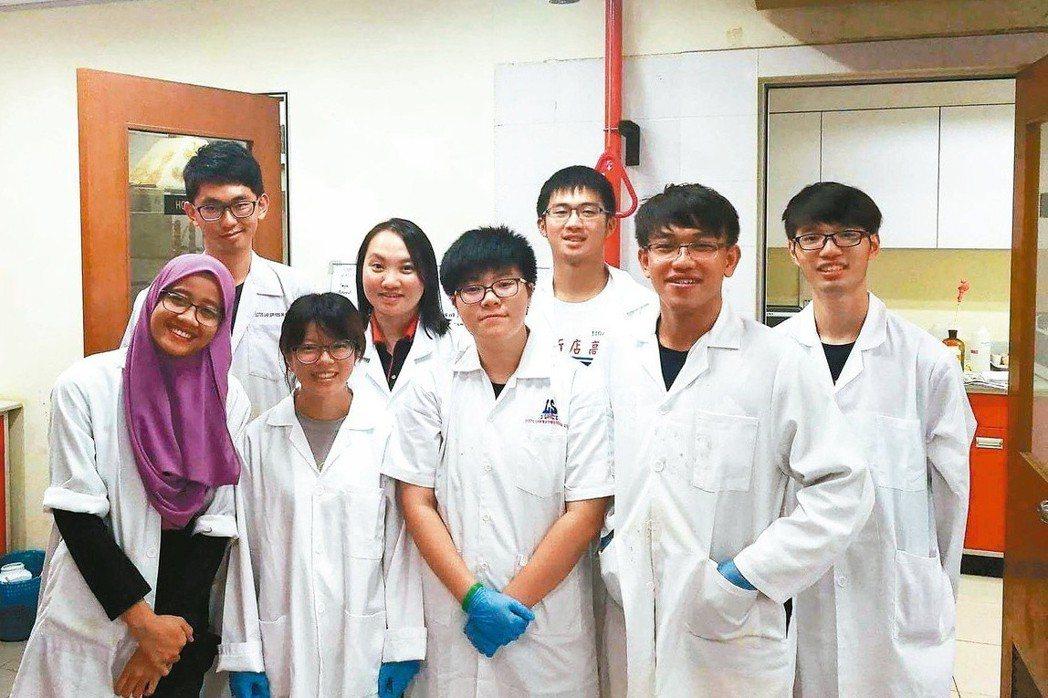 宜蘭大學學生到馬來西亞海外實習。 圖/宜蘭大學提供