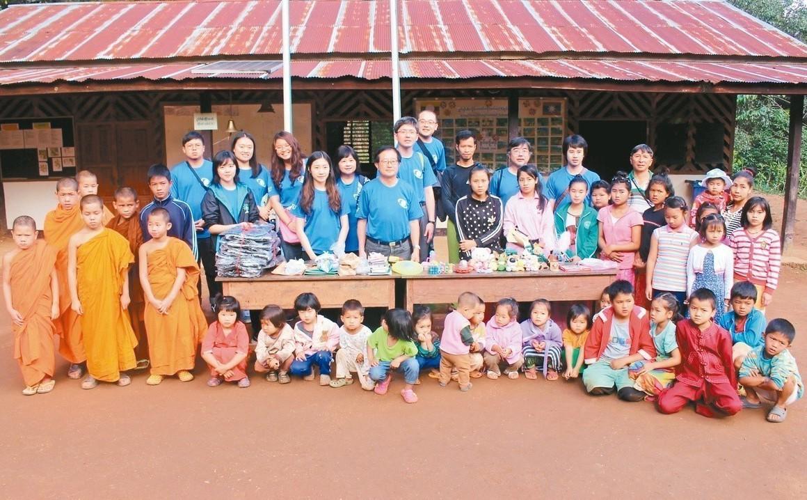 校長吳柏青帶隊前往泰北地區展開教育服務。 圖/宜蘭大學提供