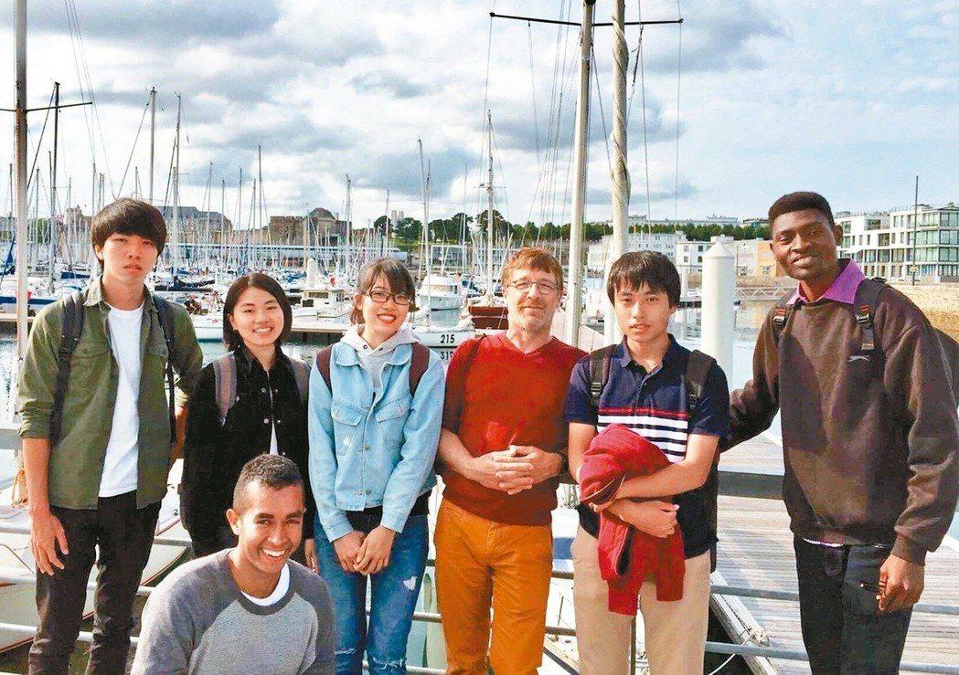 學生們參加法國布列塔尼電信學院的夏季課程。 圖/宜蘭大學提供