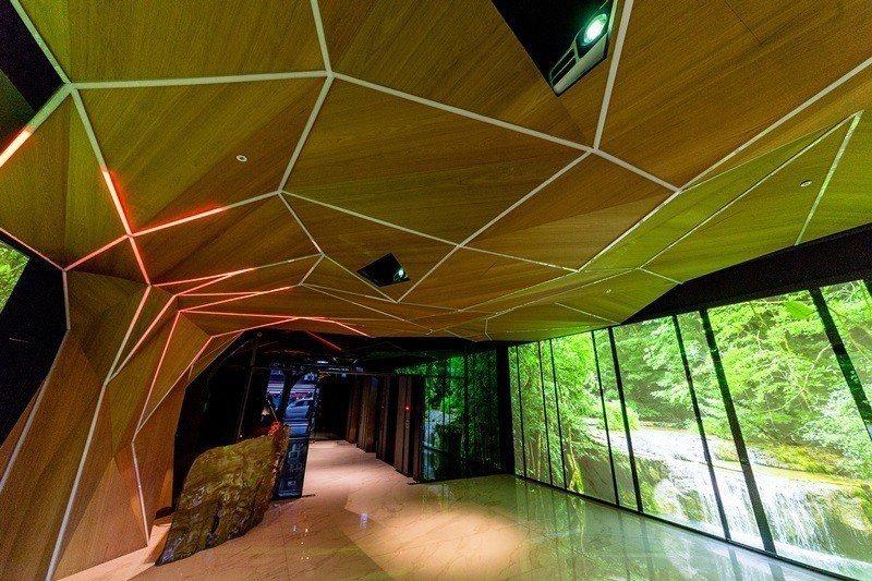 1F樹的劇場以電影阿凡達中的生命之樹為藍圖。