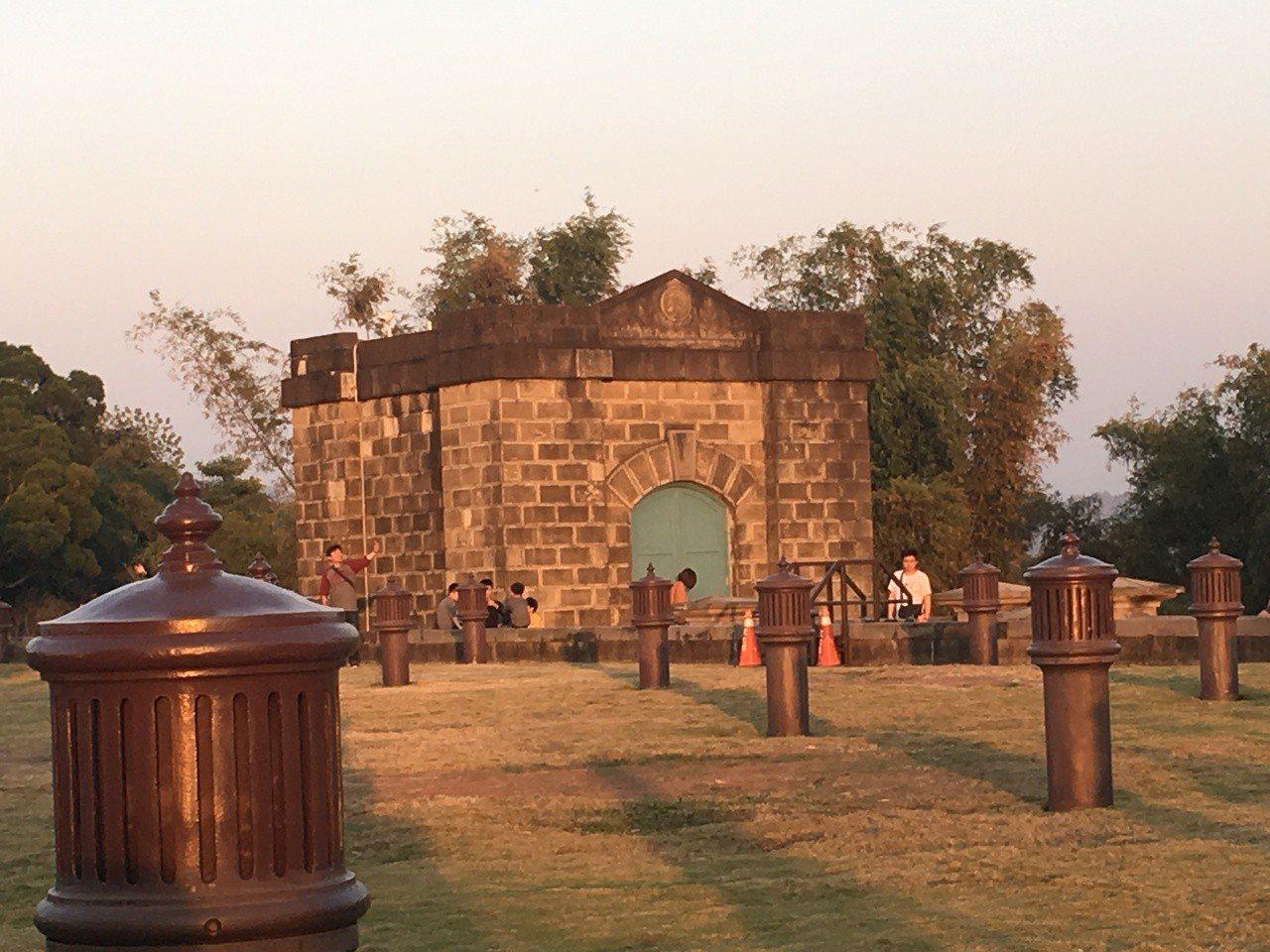 原台南水道淨水池區城堡式建築吸引遊客。記者吳淑玲/攝影