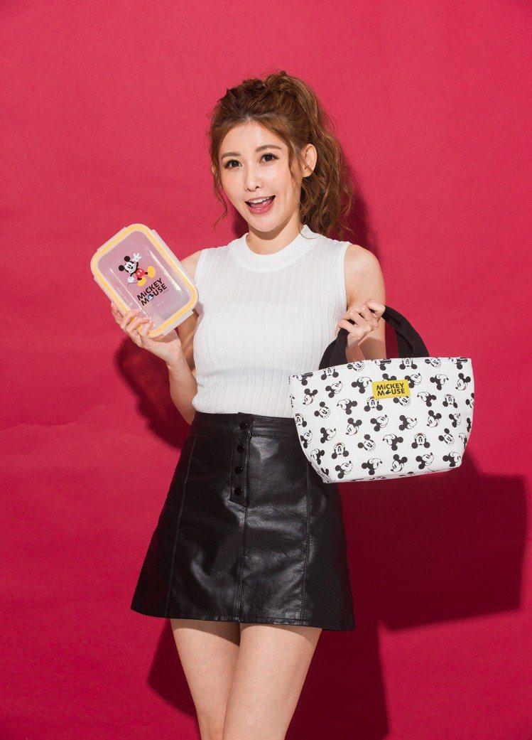 康是美米奇互相扶持便當袋將保溫袋與便當盒設計成套。圖/康是美提供