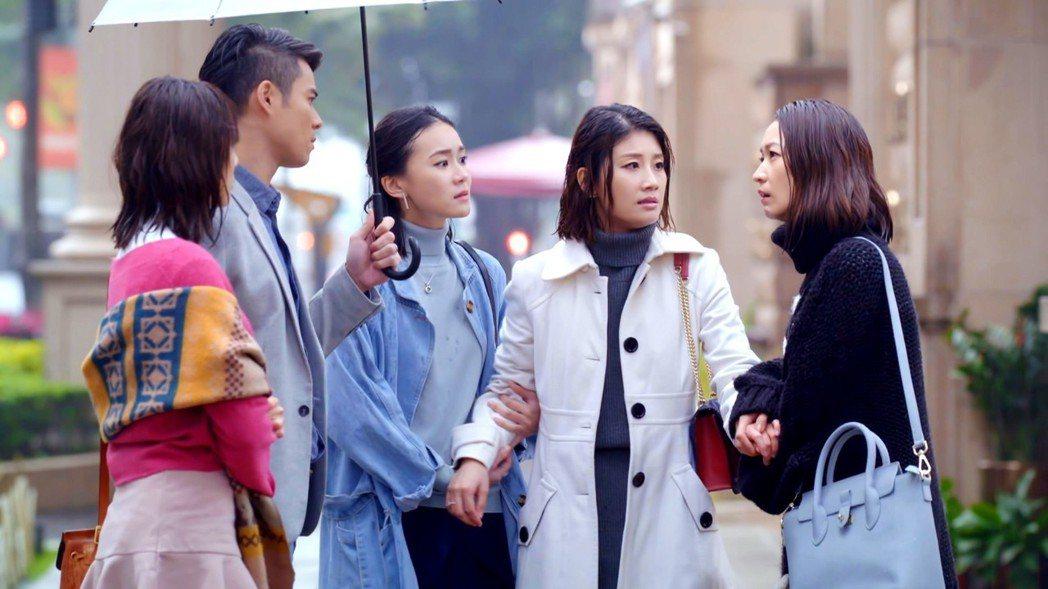 金鐘影后朱芷瑩(右二)在「姊的時代」中演技大考驗。  圖/三立提供