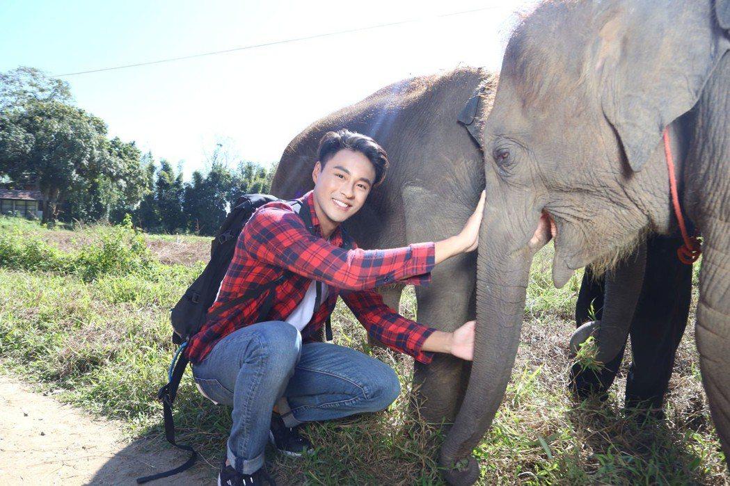 孫其君到泰國清邁拍攝網路劇「刷我滴卡」。圖/希望娛樂提供