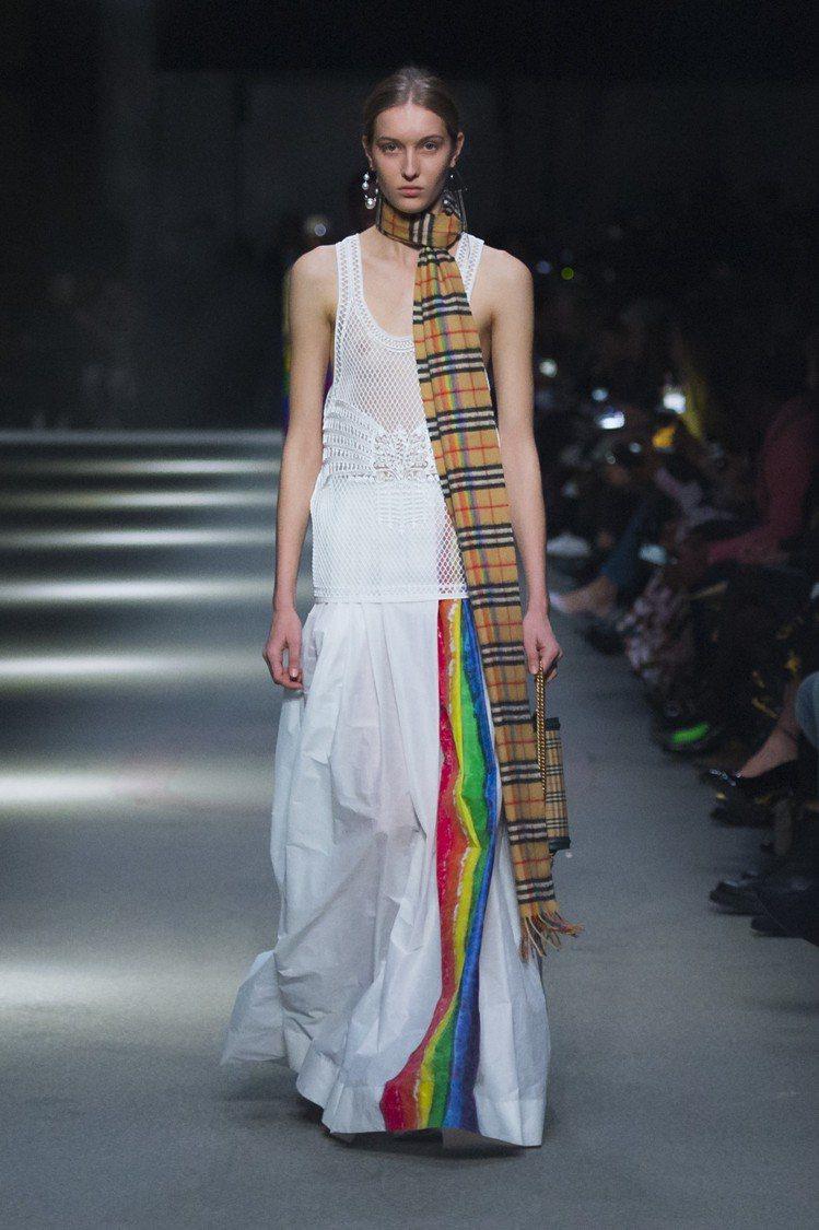 彩虹條紋長裙,售價59,000元。圖/BURBERRY提供