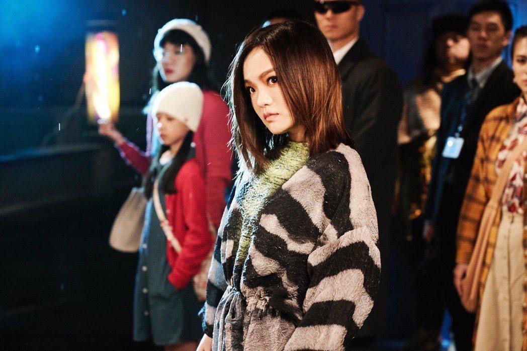徐佳瑩在信義區的大樓屋頂上拍攝新MV。圖/亞神音樂提供
