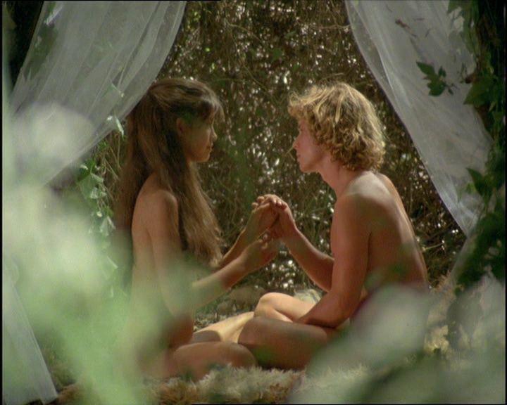 「金童玉女」的裸露親熱畫面,需要經過處理才能不超出尺度。圖/摘自Pinteres