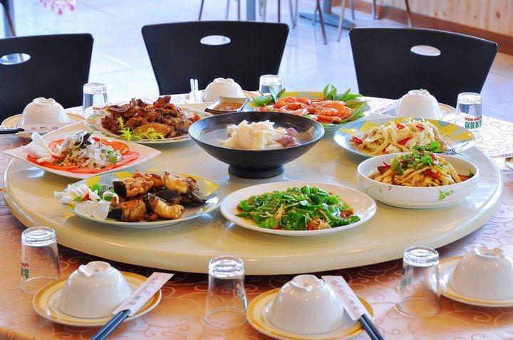 鶯山民宿的餐飲有溫泉山蘇等當地特產。圖/葉耀禎提供