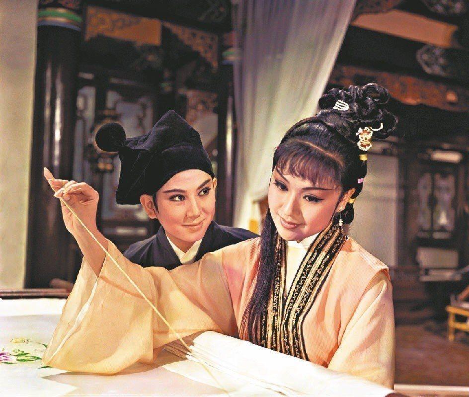 凌波與李菁在「三笑」分飾唐伯虎與秋香,締造驚人票房。圖/報系資料照片
