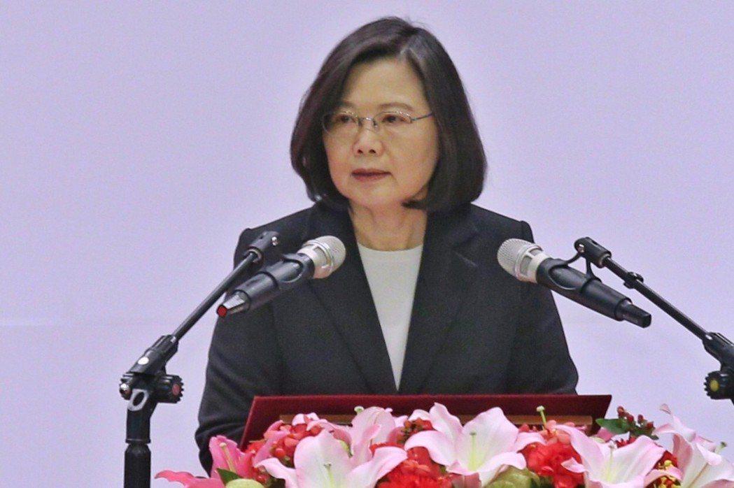 「台灣錢」持續前進海外,且力道越來越大。中央銀行今(23)日公布去、2017年第...