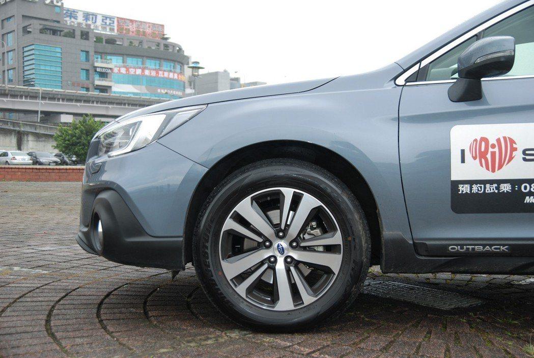 此次改款也換上五幅渦輪造型鋁圈。 記者林鼎智/攝影