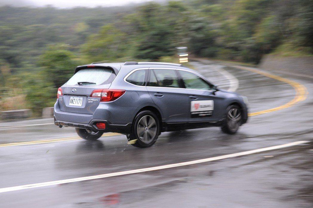 當然,在高速過彎與左右切時,車身晃動感也明顯較大,不過這點對於家庭買家來說可能不...