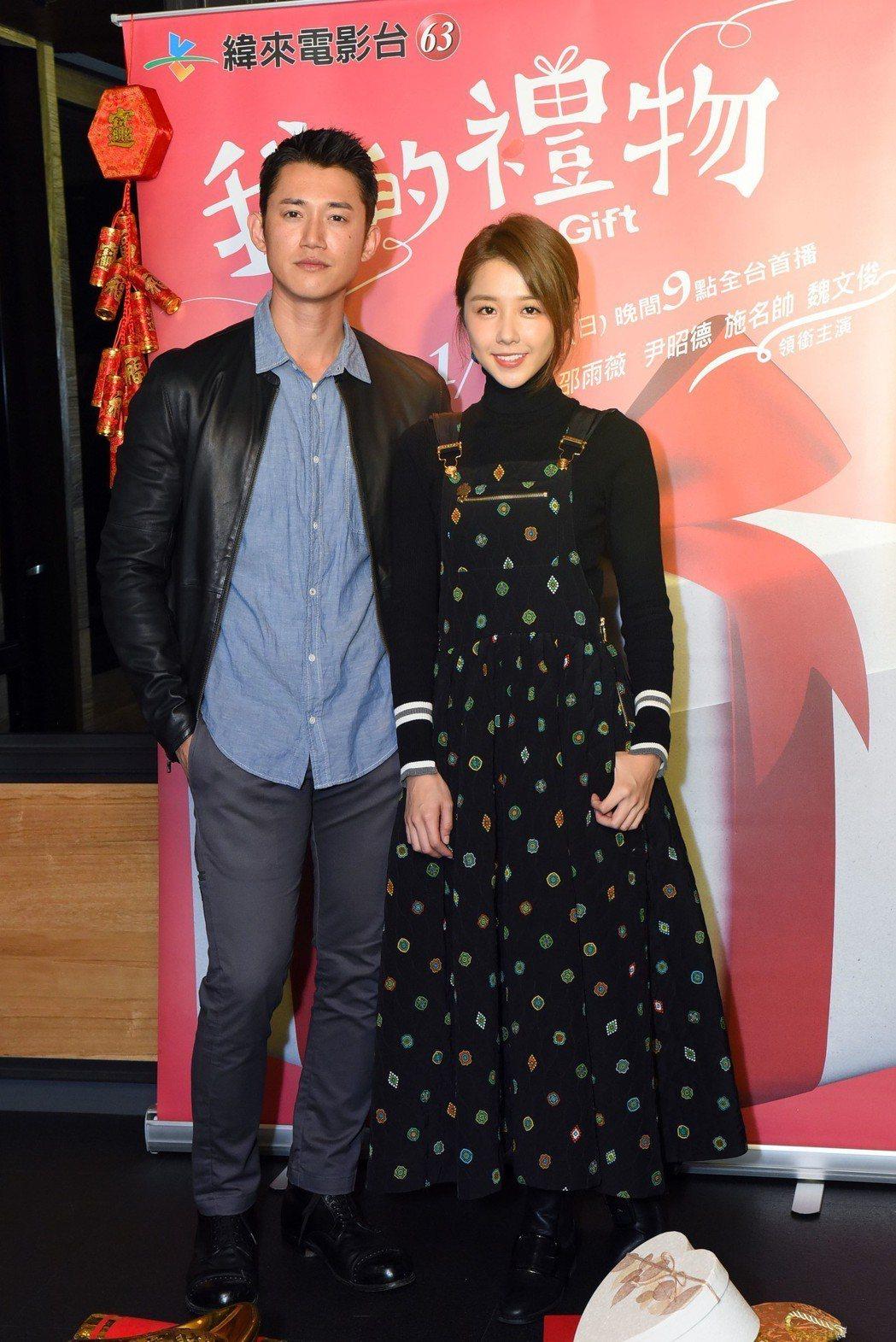 吳慷仁(左)與邵雨薇(右)爆緋聞。 圖/緯來電影台