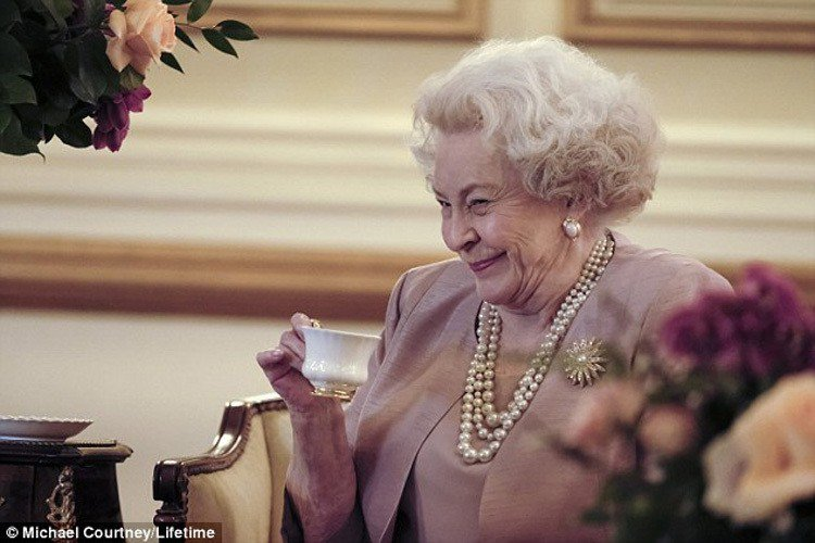 Maggie Sullivun飾演英國女王。圖/擷自每日郵報