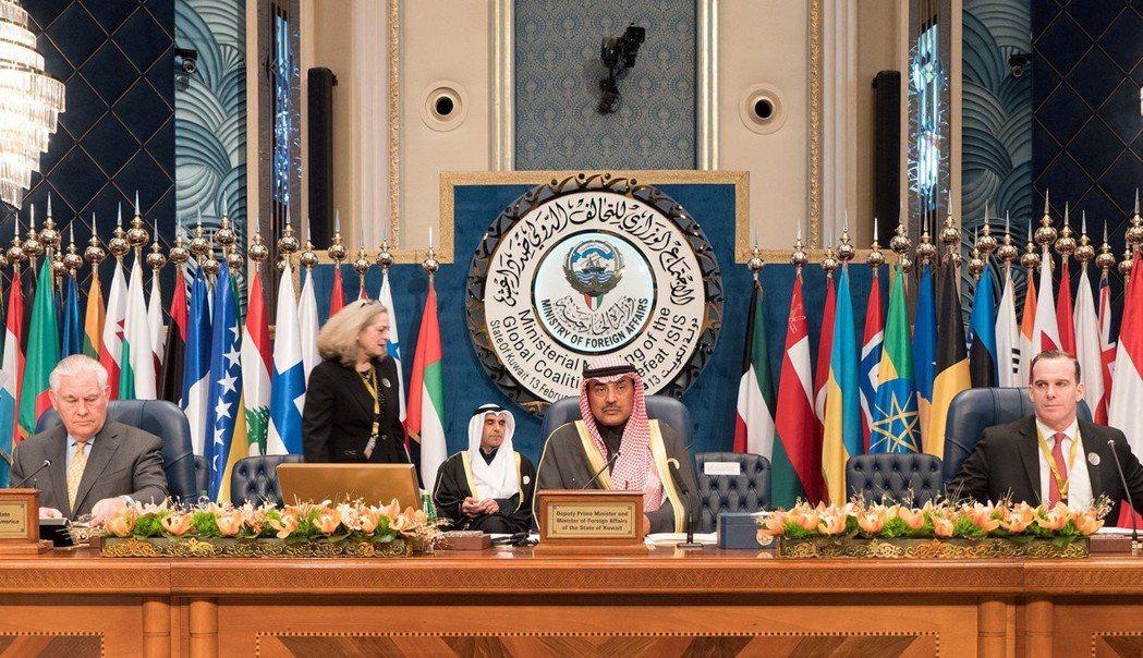 重建伊拉克國際會議二月在科威特舉行,科威特甚至承諾將提供20億美元,以協助伊拉克...