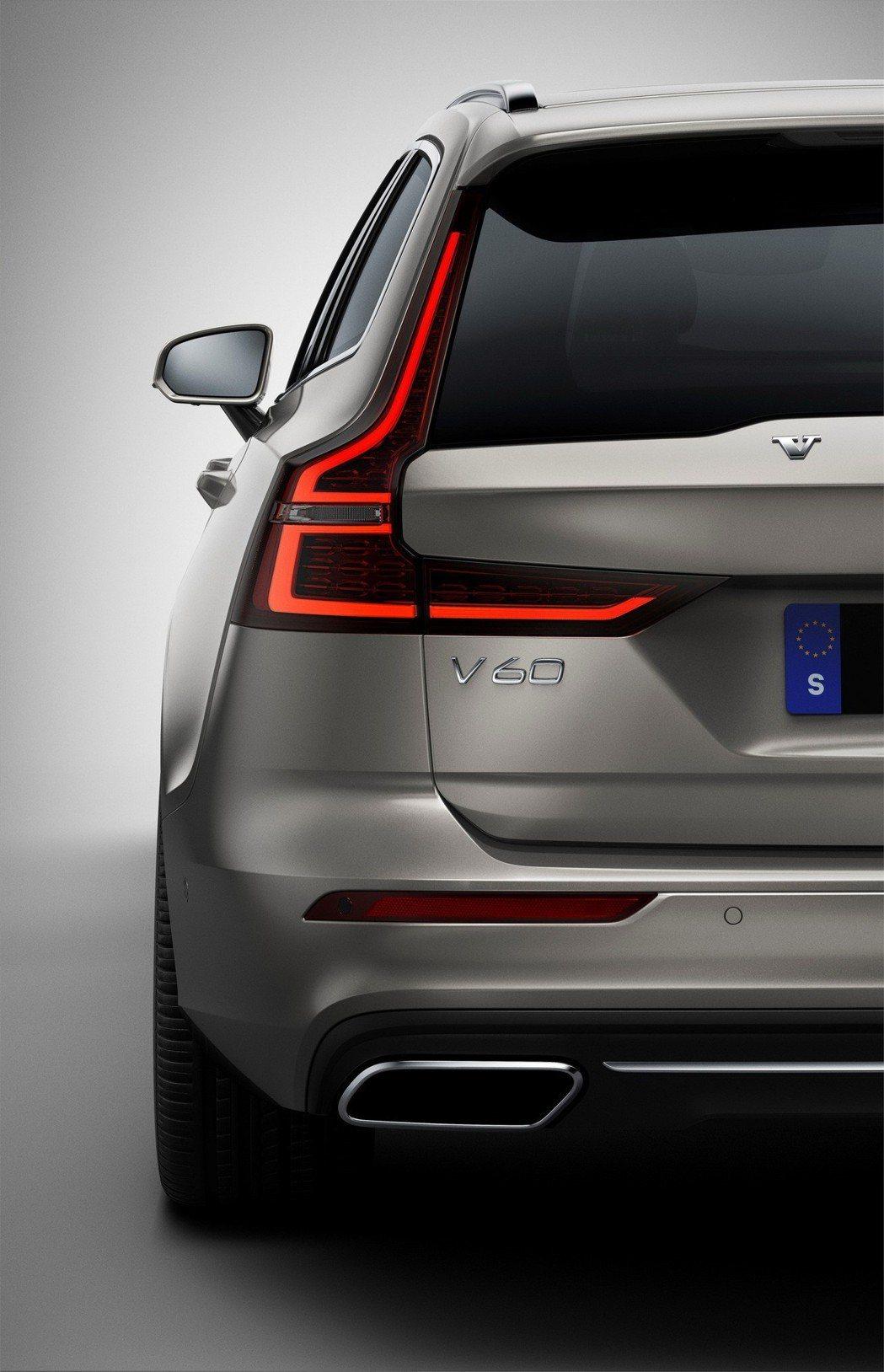 與V90做區別 V60LED尾燈中間多了橫柵。 摘自Volvo