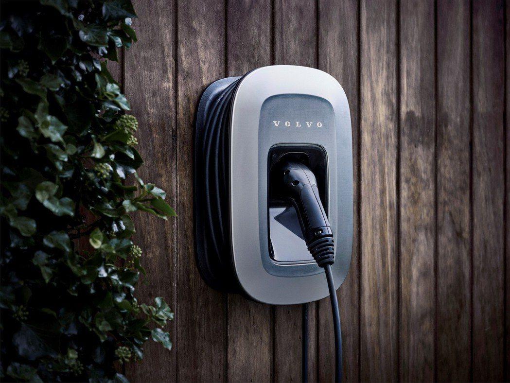 Volvo Plug-in Hybrid 充電座。 摘自Volvo