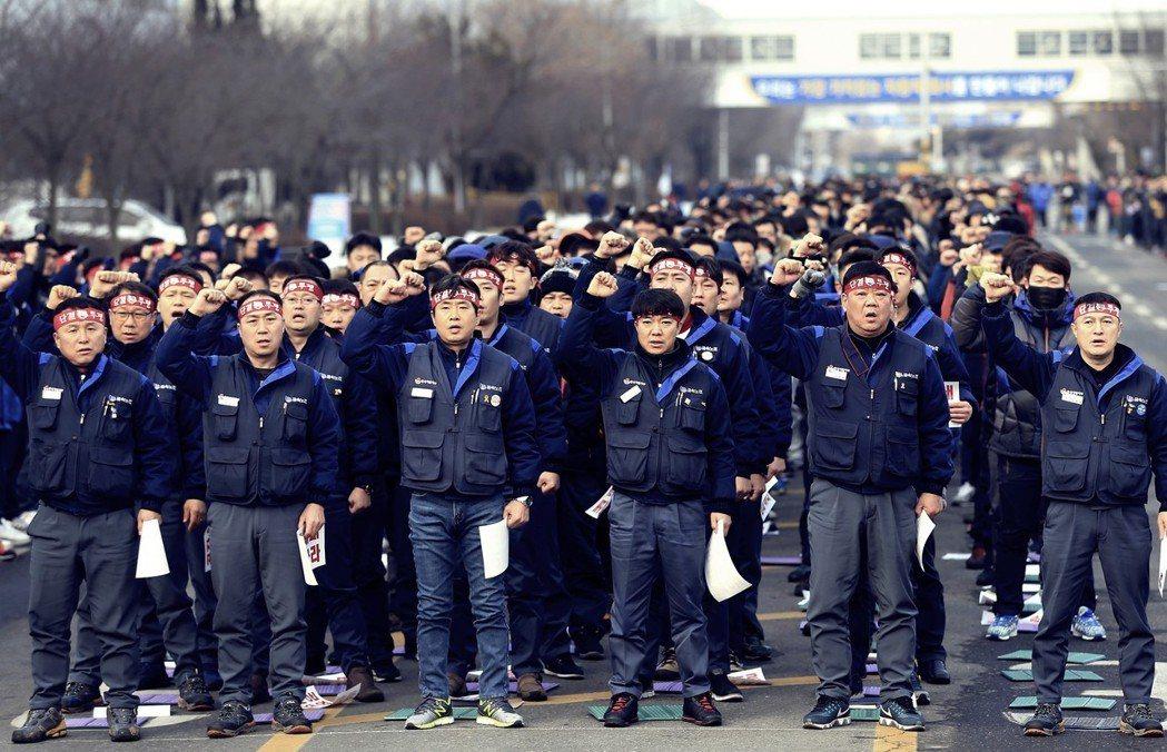 南韓GM群山廠的關閉,不僅預告著2,000員工的失業,連同仰賴GM訂單而生存的下...