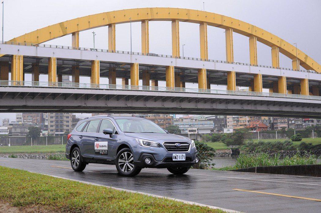 Subaru Outback 可說是跨界旅行車的先驅,具有獨特的市場定位。 記者...