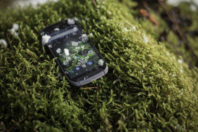 Land Rover Explore 搭載 Android 作業系統、五吋高畫質...