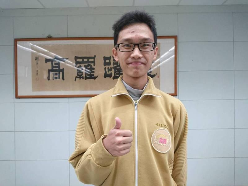 羅東高中學生黃政群學測滿級分,他以新住民之子為榮,志當老師,幫助台灣下一代孩子。記者羅建旺/攝影