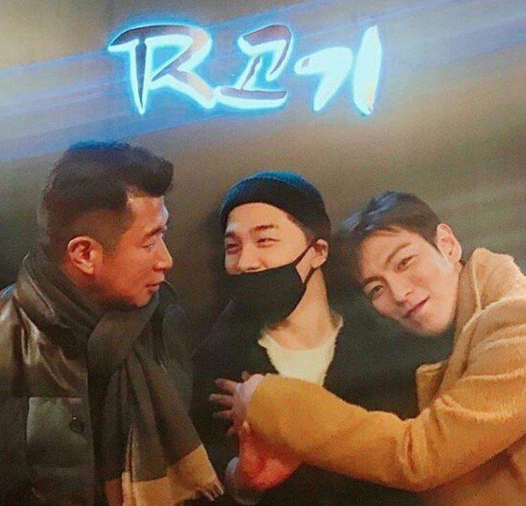 T.O.P抱著太陽撒嬌的模樣相當可愛。圖/摘自IG