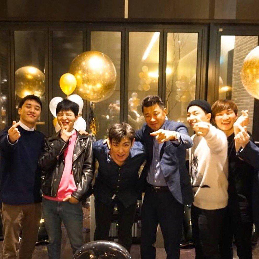 友人曝光BIGBANG合體照片,一秒催淚粉絲。圖/摘自IG