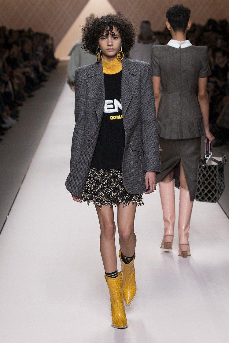FENDI格紋短裙展現都會風的精緻奢華。圖/FENDI提供