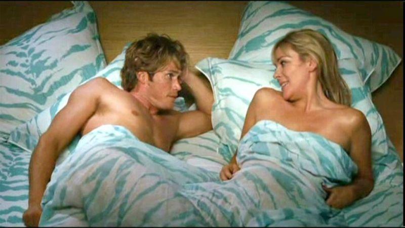傑森路易斯與金凱特蘿在「慾望城市」有不少床戲。圖/摘自jezebel