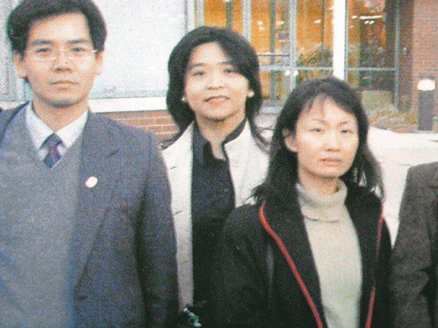 新任北美事務協調委員會主委的林良蓉(中)擔任過檢察官、律師,是少數非外交體系出身...