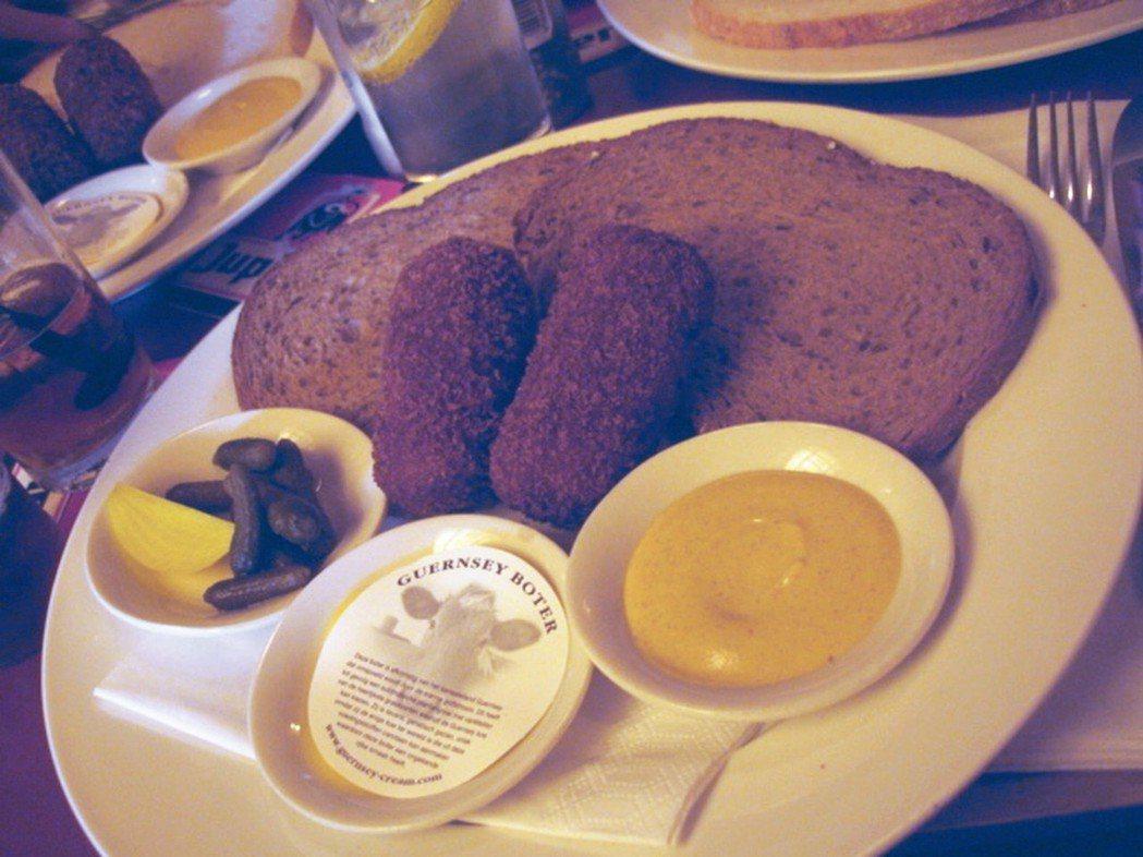 據說荷蘭人每年可以吃掉四億根Kroket! 攝影/周育如