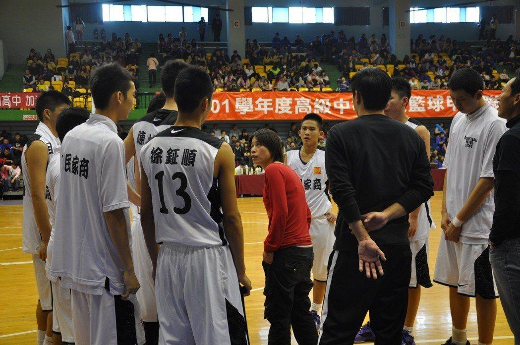 三民家商幾乎就與謝玉娟換上等號了,期許未來他還能培養出更多台灣籃球人才。 聯合報...