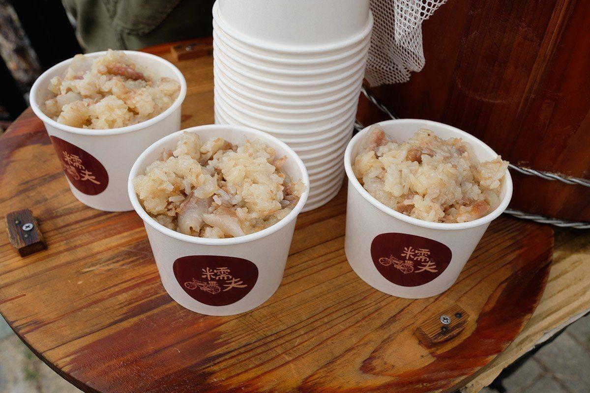 糯米、豬軟骨、米酒、麻油,再加點冰糖,一碗超有飽足感,熱熱吃香噴噴,放冷吃軟QQ...