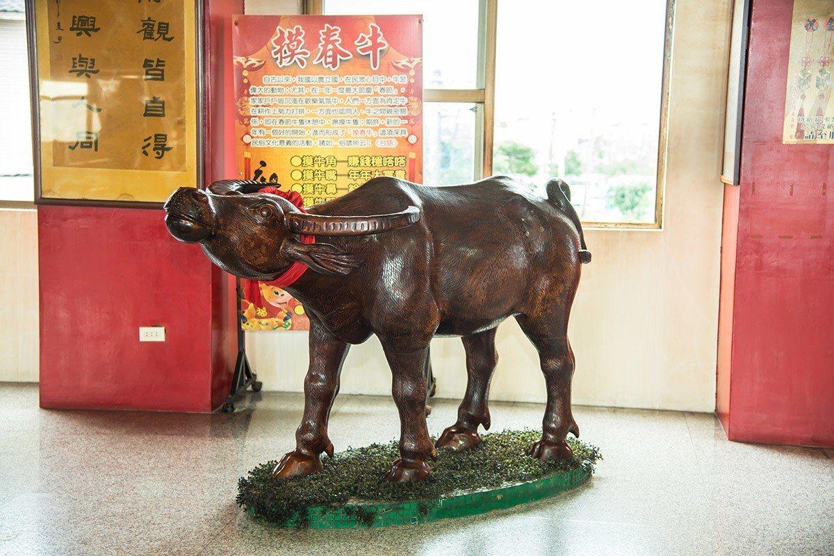 不論是春節和平日來,都要摸春牛的不同部位,以求年年大富貴賺錢穩噠噠。
