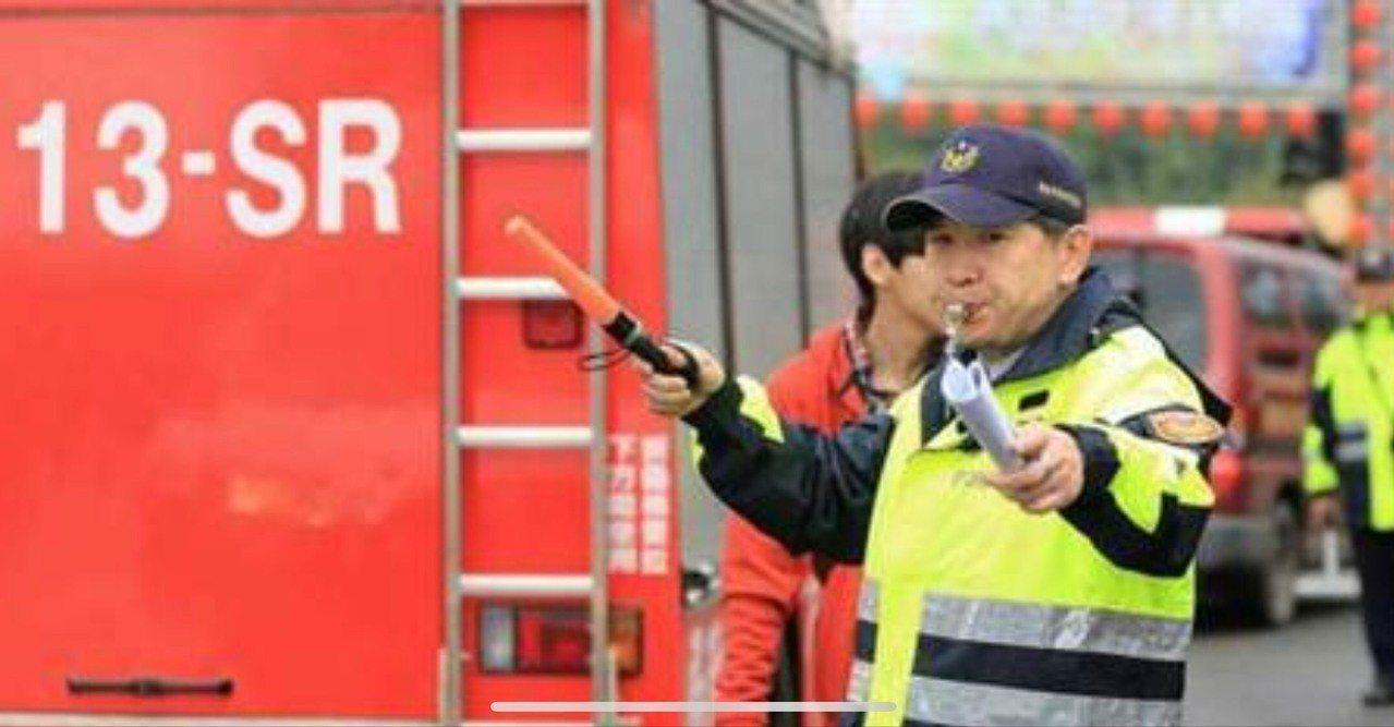 元宵當天上午9點到深夜零時,警方全面實施汽、機踏車管制。記者游明煌/翻攝