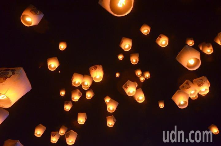 新北市平溪天燈節今年邁入20周年,下周五3月2日元宵節在平溪登場。圖/報系資料照...