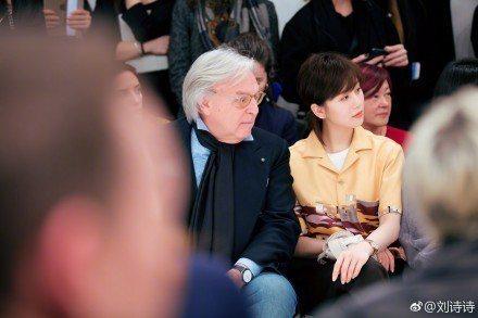 品牌大使劉詩詩出席Tods於米蘭發表的2018秋冬服裝秀。圖/取自微博