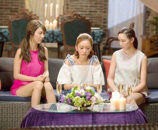 陳意涵(中)與薛凱琪(左)、張鈞甯(右)合演電影「閨蜜2」。圖/華映提供