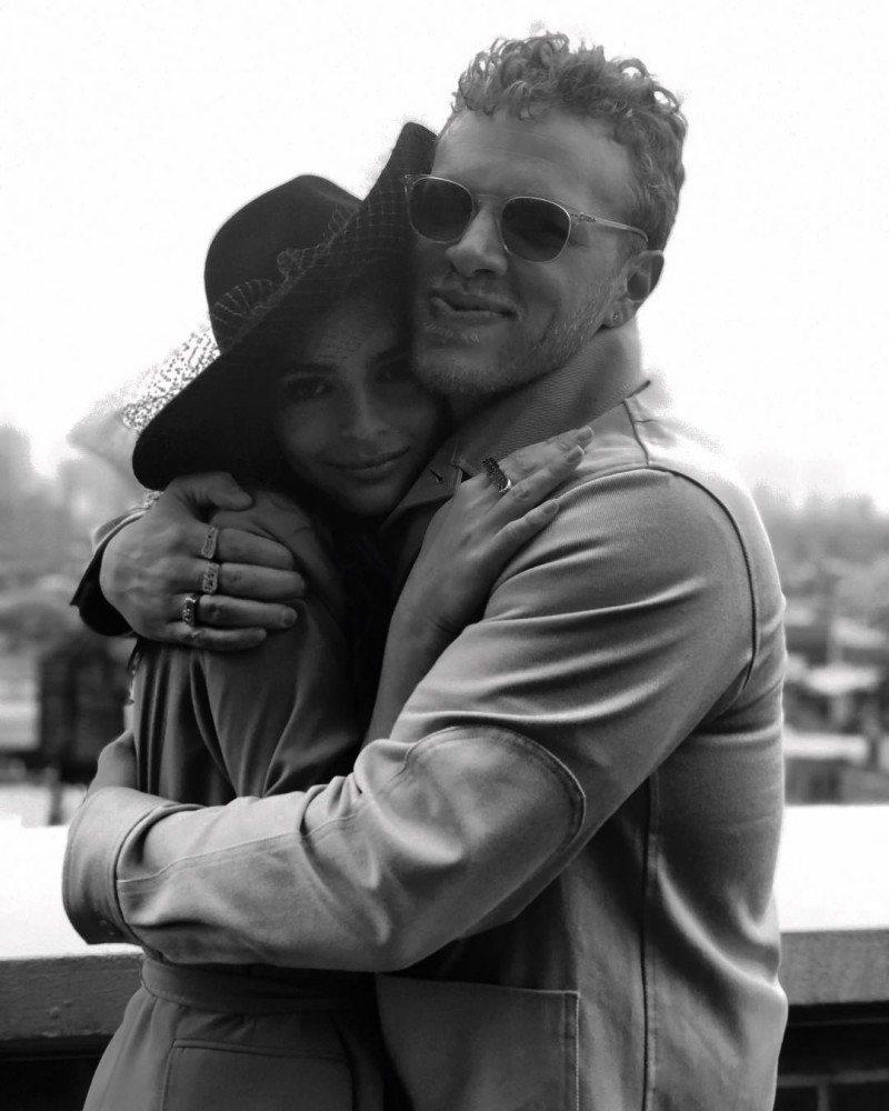艾蜜莉瑞特考斯基(左)與新歡賽巴斯汀貝爾麥克拉德(右)才認識2個月,就宣告閃嫁給...