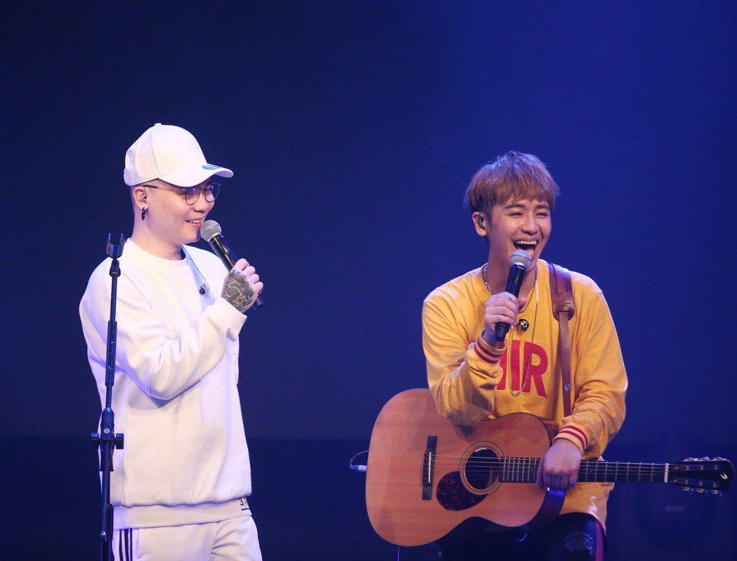 鼓鼓(右)舉辦演唱會,廷廷到場當嘉賓合唱。記者陳瑞源/攝影