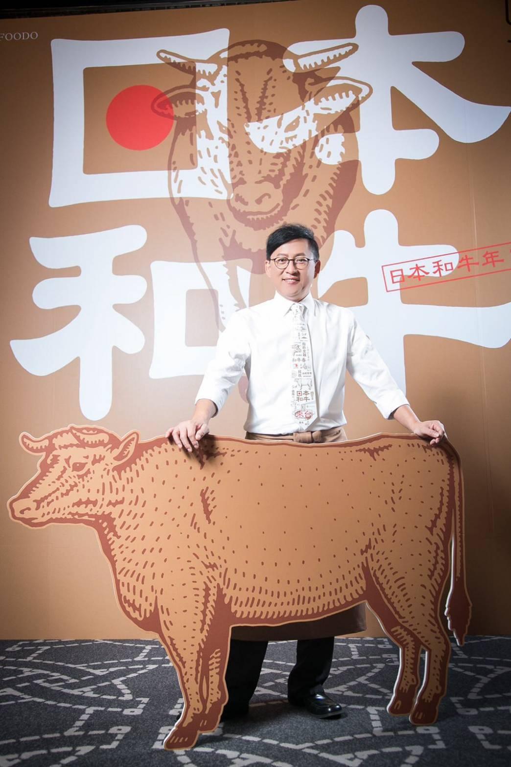 詹姆士示範烹調日本和牛。圖/傑星提供