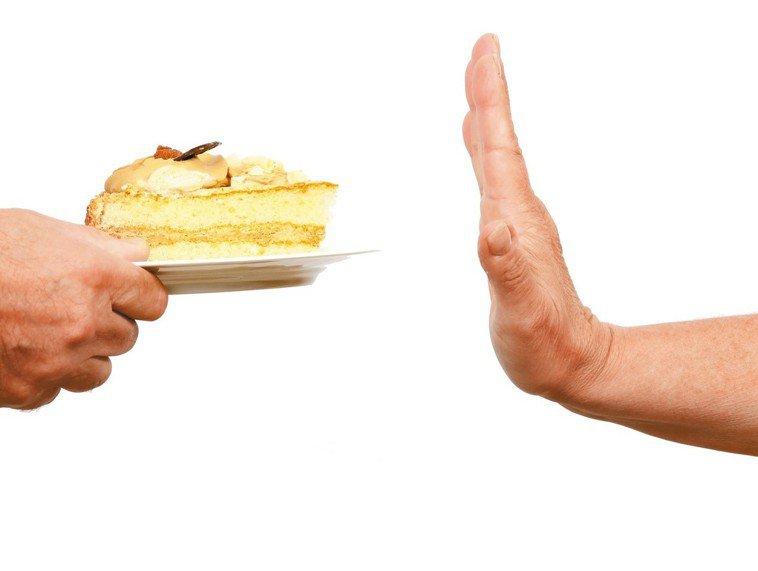 戒糖不容易,尤其對嗜吃甜食的美國人更是如此。西方人如何拒絕隨手可得的甜食?以下是...