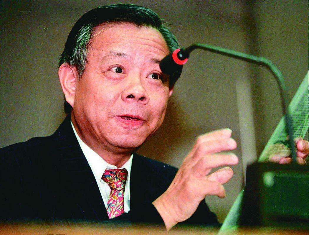 1998年2月25日彭淮南接任央行總裁,當天新台幣是32.551元兌1美元,約2...