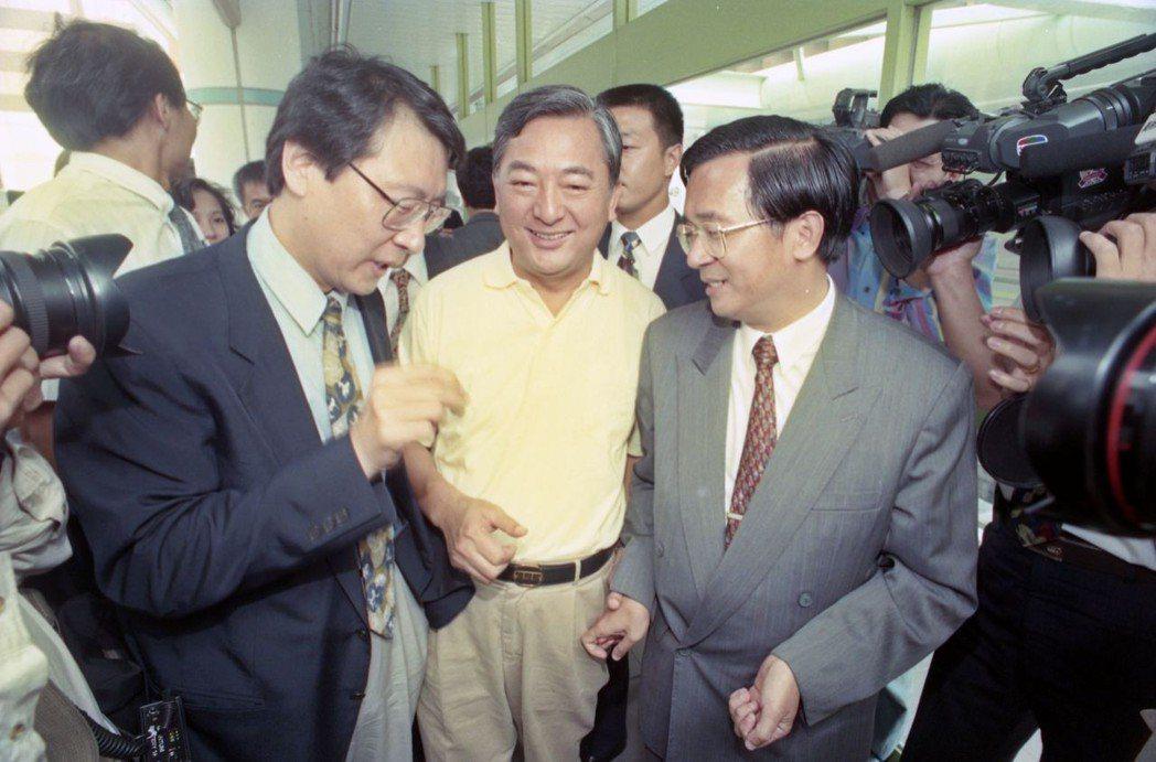 1994年台北市長選舉三強鼎立,在泛藍趙少康、黃大洲分裂下,讓陳水扁漁翁得利。 ...